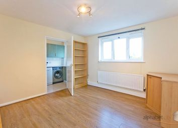 Connaught Road, London E16. 2 bed flat