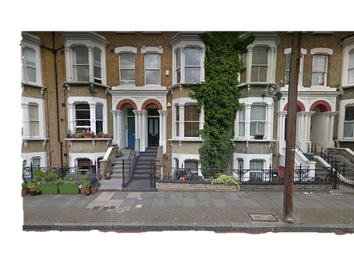 Thumbnail 1 bed flat to rent in Tabley Road, London