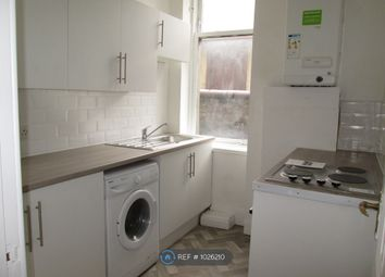 2 bed flat to rent in Macdougall Street, Greenock PA15
