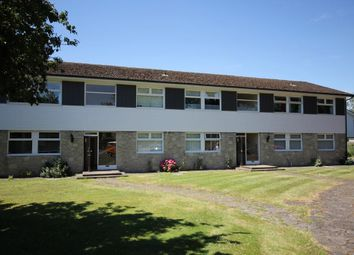 3 bed flat to rent in Cedar Close, Staines TW18