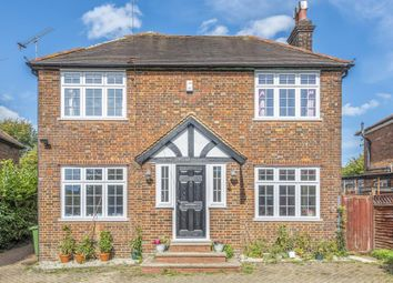 Amersham, Buckinghamshire HP7. 3 bed detached house
