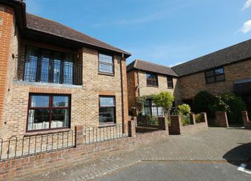 Thumbnail 1 bed flat to rent in Atwell Close, Wallingford