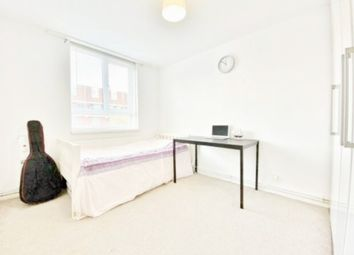 3 bed flat to rent in Benson Close, Hounslow London TW3