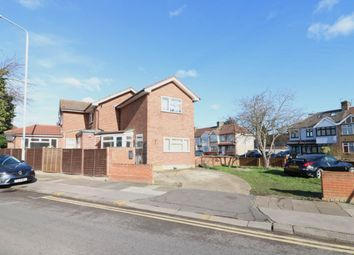 3 bed flat to rent in Craven Gardens, Ilford IG6