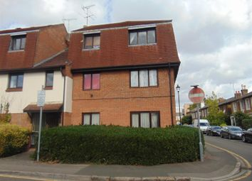 Thumbnail 2 bed flat to rent in Victoria Street, Slough