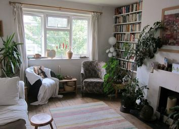 Thumbnail 2 bedroom maisonette to rent in Daubeney Road, London