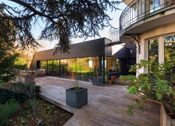 Thumbnail 6 bed property for sale in Suresnes, Paris, France
