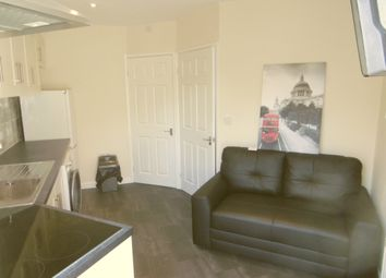 Thumbnail 1 bed flat to rent in Lansdown Road, Reading