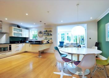 Thumbnail 6 bed town house to rent in Mountview Close, London