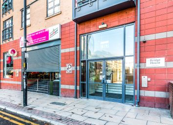 2 bed flat to rent in Bridge House, Ducie Street, Manchester M1