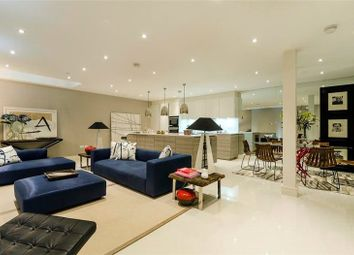 Thumbnail 3 bed property to rent in Queens Gate Mews, South Kensington, London