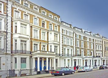 Thumbnail 3 bed flat to rent in Collingham Road, London