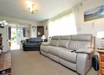 Thumbnail 2 bedroom flat for sale in Evesham Close, Greenford, Middlesex
