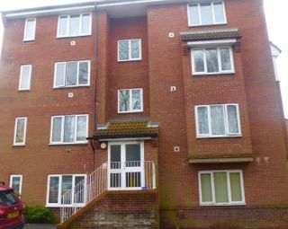 Thumbnail 1 bedroom flat to rent in St Leonards Park, East Grinstead