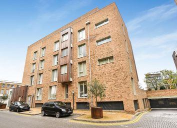 Thumbnail 2 bedroom flat for sale in Kidwells Close, Maidenhead