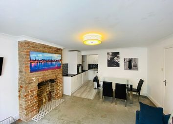 Thumbnail 2 bed flat to rent in Queens Square, Brighton