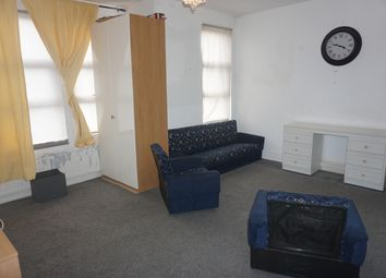 3 bed maisonette to rent in Larch Road, Cricklewood NW2