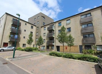 Thumbnail 2 bed flat for sale in Ferndale Crescent, Carshalton