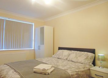 Thumbnail 5 bed shared accommodation to rent in Colonsay Road, Crawley