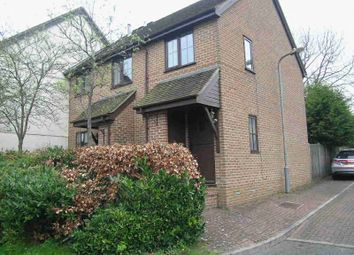 Thumbnail 2 bed flat to rent in Old Town Close, Beaconsfield