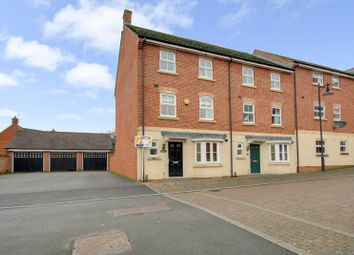 4 bed end terrace house for sale in Vistula Crescent, Haydon End, Swindon, Wiltshire SN25