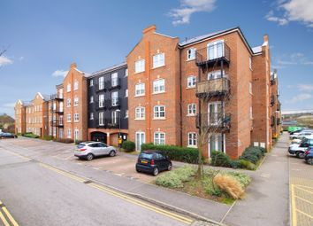 2 bed flat to rent in Coxhill Way, Aylesbury, Buckinghamshire HP21