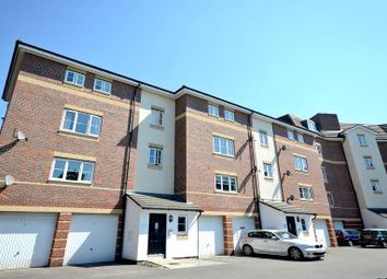 Thumbnail 2 bed flat to rent in Bath Road, Cippenham, Slough