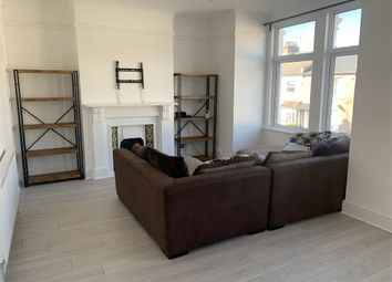 2 bed flat to rent in Sangley Road, Catford, London SE6