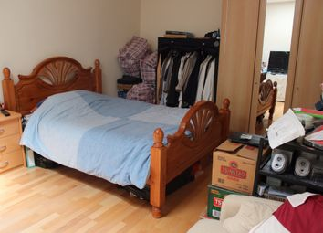 Thumbnail 6 bed flat to rent in Mile End Road, London