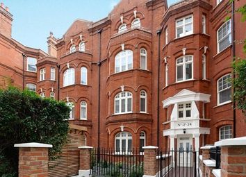 3 bed maisonette to rent in Hamlet Gardens, Hammersmith, London W6