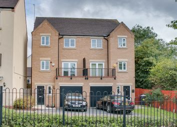 Thumbnail 4 bed town house for sale in Dixon Close, Enfield, Redditch