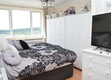 2 bed flat for sale in Heaton Avenue, Romford RM3