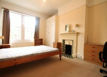 5 bed terraced house to rent in Buston Terrace, Jesmond, Newcastle Upon Tyne NE2