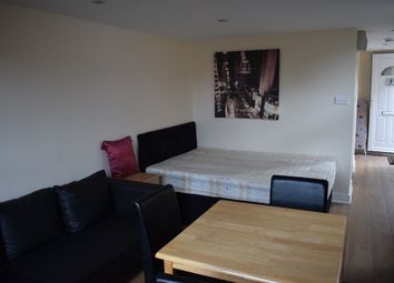 Thumbnail Studio to rent in Chase Side, Enfield