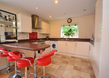 Thumbnail 2 bed flat to rent in Reading Road, Wokingham