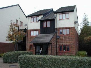 1 bed flat to rent in Marina Approach, Yeading, Hayes UB4
