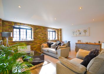 2 bed flat for sale in Woodcote Side, Epsom KT18