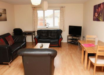 Thumbnail 2 bedroom flat to rent in Redshank Court, Thatcham