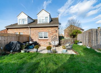 Thumbnail 1 bed property for sale in Hunters Close, Tring