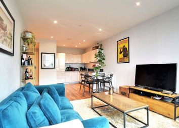 Queenstown Road, London SW11. 1 bed flat for sale