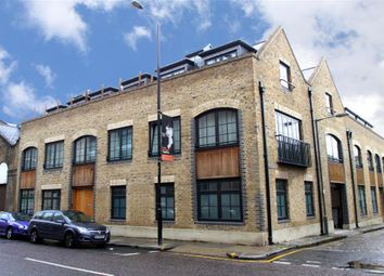 1 bed flat to rent in Baltic Court, 131 Wapping High Street, London E1W
