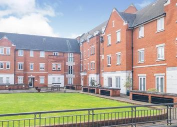 2 bed flat for sale in Comptons Lane, Horsham RH13