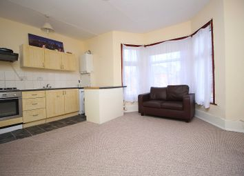 Thumbnail Flat to rent in Mansfield Road, Ilford