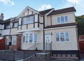 2 bed flat to rent in Brighton Road, Coulsdon CR5
