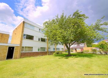 2 bed flat to rent in Hazelbank Court, Chertsey KT16