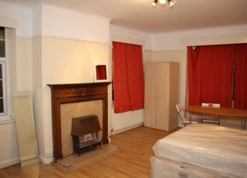 Thumbnail 4 bed flat to rent in Church Road, Hendon