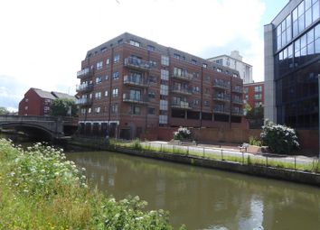 Thumbnail 1 bed flat to rent in Royal Court, Kings Road, Reading