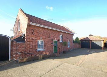 Thumbnail 2 bed cottage for sale in High Road, Orsett, Grays