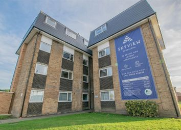 Thumbnail 2 bed flat for sale in Lampits, Hoddesdon