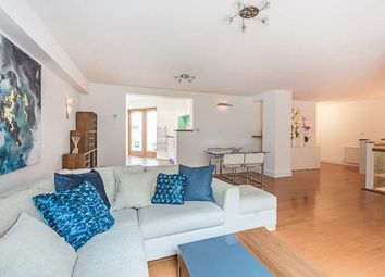 2 bed mews house to rent in Kensington Gardens Square, London W2